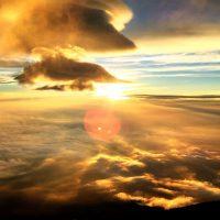 富士山の頂上から見える日の出